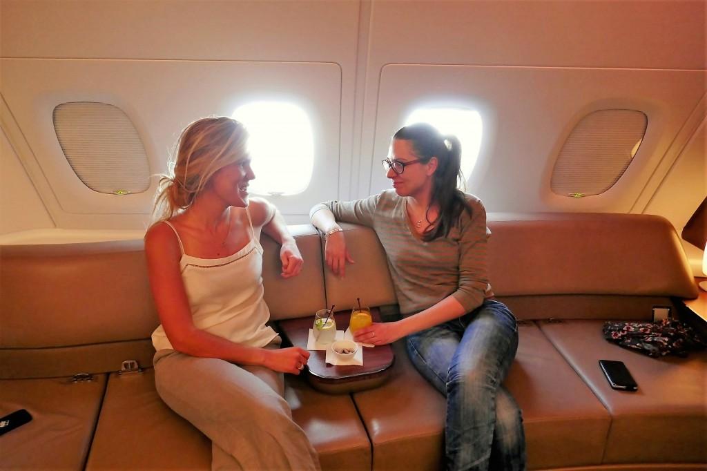 Une coupe de champagne sur la business class de qatair airways A380 (2)