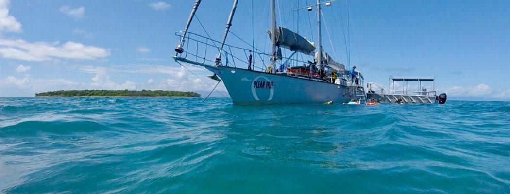On met le Cap sur Green Island, à bord du voilier Ocean Free. Queensland VII.