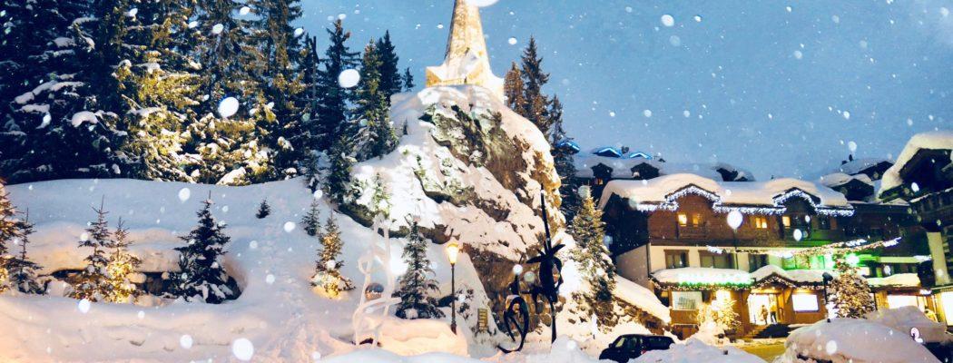 On skie à La Tania – Courchevel, petite station privilégiée du domaine des 3 Vallées.