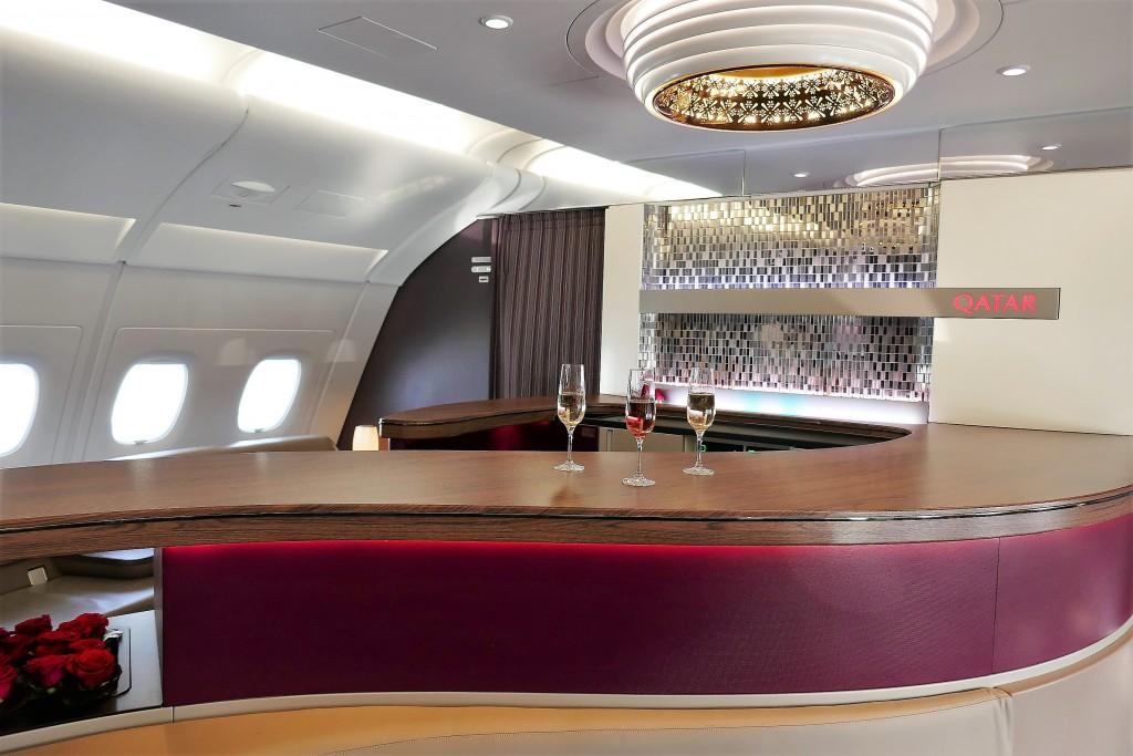 Une coupe de champagne sur la business class de qatair airways A380 (5)